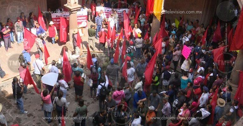 Movimiento Antorchista realiza marcha y se manifiesta en palacio municipal