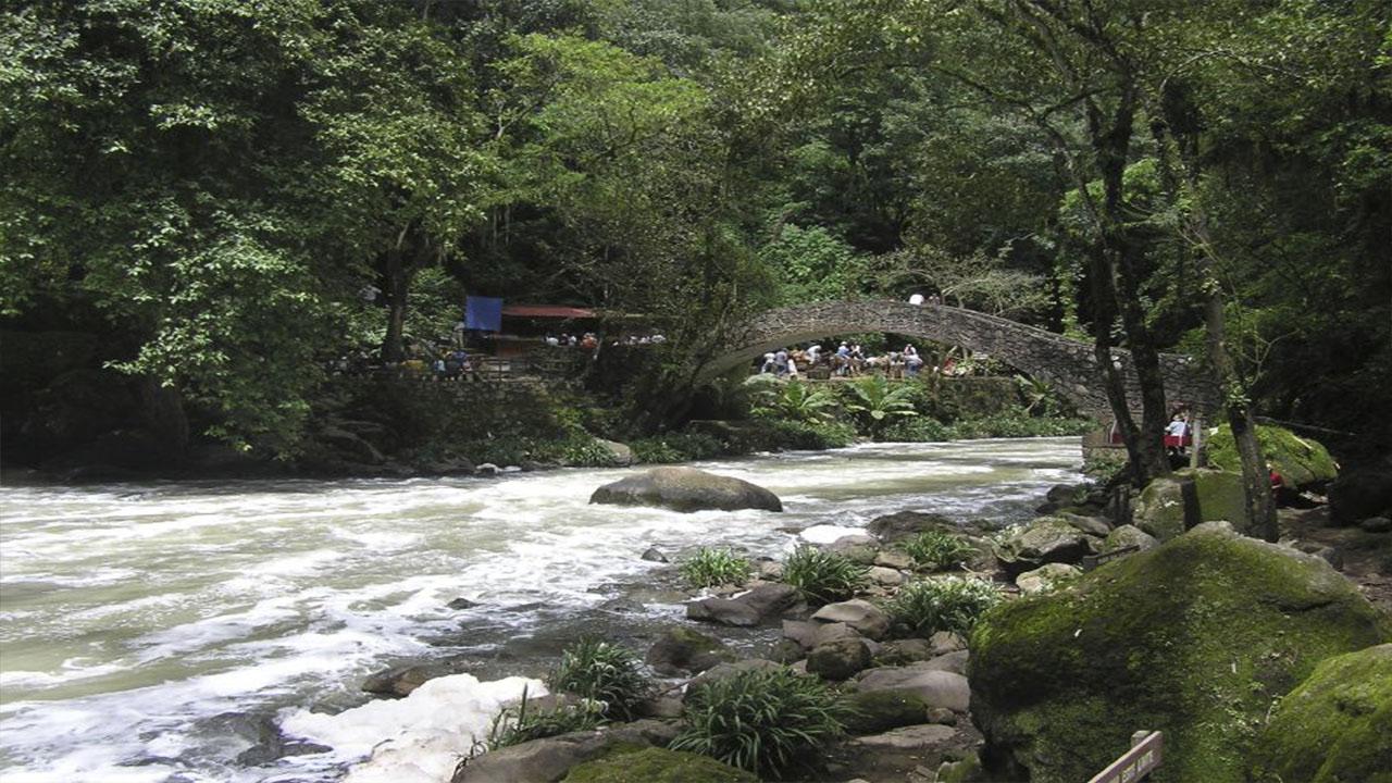 Cascada de la Tzararácua.