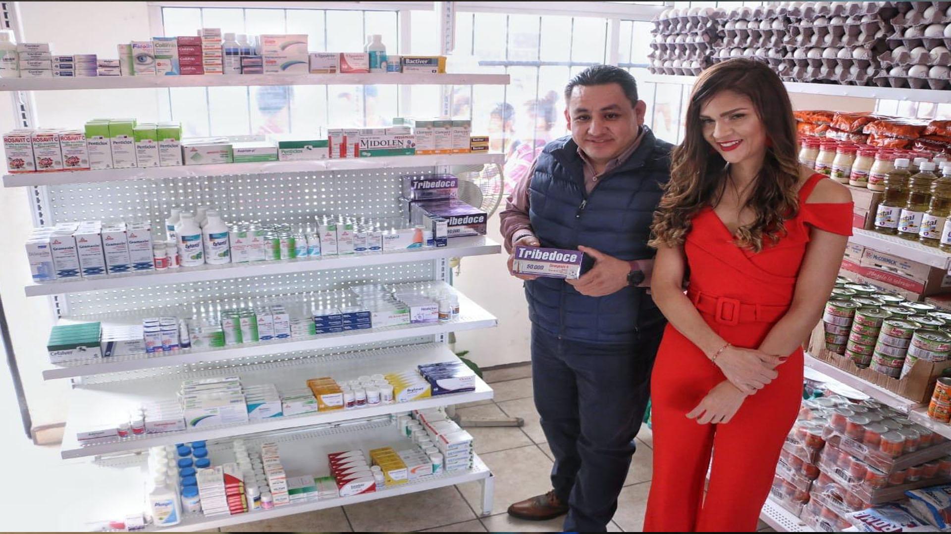 Inaugura Víctor Manríquez la Tienda y Farmacia Municipal