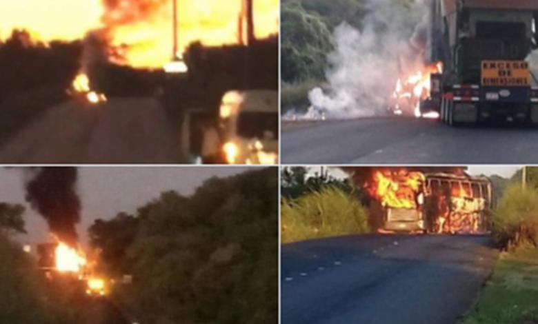 Grupo armado bloquea carretera Acapulco-Zihuatanejo e incendia camiones