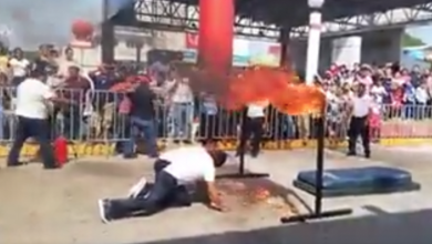 Photo of VIDEO: Policía se incendia al intentar acrobacia en evento con motivo de la Revolución Mexicana