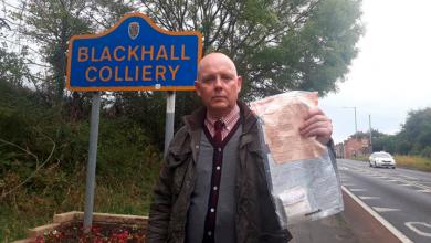 Photo of En una aldea británica encuentran paquetes de dinero desde 2014, sin saber quien los deja