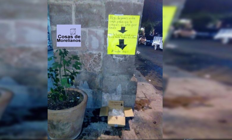 """Ponen cajita para que """"hagan sus necesidades"""" en el Centro Histórico de Morelia"""