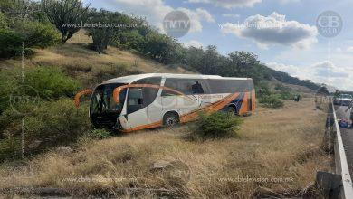 Photo of Autobús se sale de la carretera y deja dos heridos