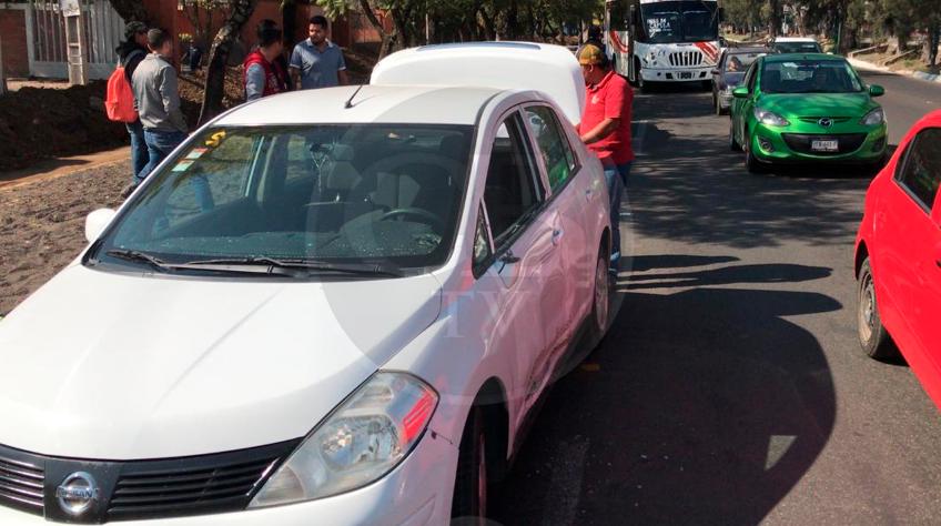 Se impacta motociclista con vehículo compacto en Madero Poniente