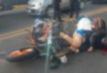 Photo of Derrapa motocicleta con matrimonio sobre Madero poniente; papá muere y sobreviven esposa e hija
