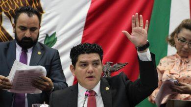 Photo of Toño Madriz celebra expedición de cédula profesional en Michoacán