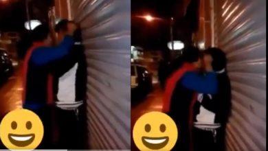 """Photo of Video: """"!Janet, Cálmate¡"""", dice hombre mientras su novia lo besa agresivamente"""