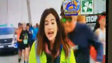 Photo of Video: Corredor le toca el trasero a reportera
