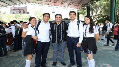 Photo of Toño Madriz participa en entrega de mil 039 Becas Benito Juárez a estudiantes de Bachillerato de Múgica