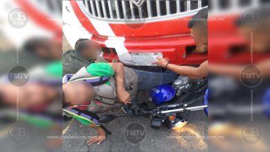 Photo of Morelia: Camión le prensa las piernas a motociclista; se salva de milagro
