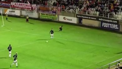 Photo of Video: Futbolista patea a niño recogebalones en el estómago