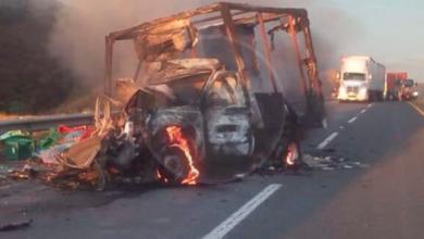 Photo of Se impacta camioneta por alcance y termina calcinada en la autopista de Occidente