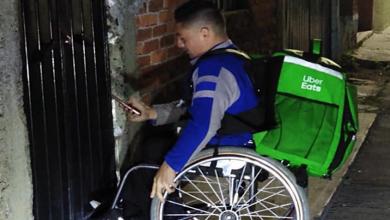 Photo of Morelia: ¡Hagan sus pedidos! Se vuelve viral joven que reparte comida en silla de ruedas