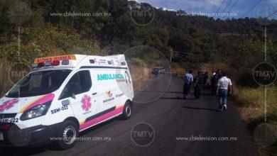 Photo of Colisiona motocicleta con camioneta y terminan en un barranco, el motero muere