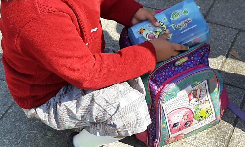 Padres de familia se encuentran a favor de la revisión de mochilas en las escuelas