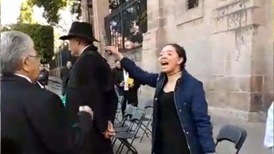 Photo of Video: Mujer acusa a Mireles de Pederasta y la golpean