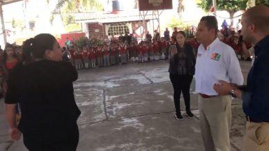 Photo of Video: Maestra michoacana encara al encargado de la SEE; ¡Mi plaza la tiene un funcionario!
