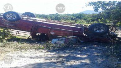 Photo of Dos muertos y 25 heridos deja volcadura de camioneta con jornaleros en Terrero