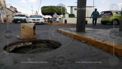 Photo of Alcantarilla abierta sobre calle Plan de Ayala; peligro para viandantes