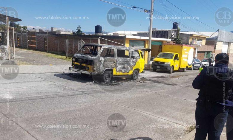 Camioneta de transporte escolar se incendia en Tinijaro; siete menores fueron rescatados