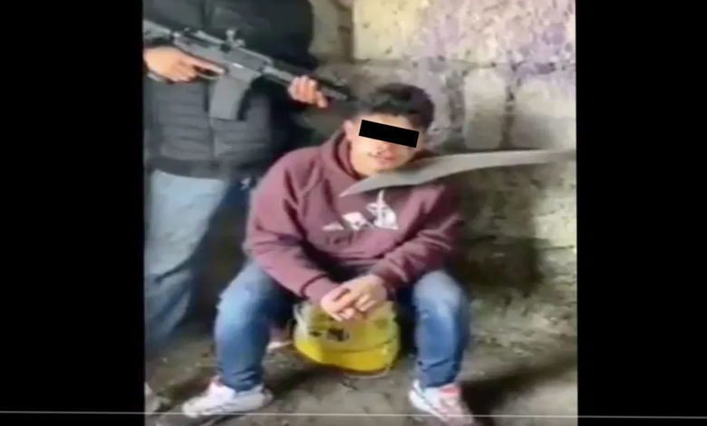 VIDEO (+18): CJNG interroga a niño sicario de Huetamo; lo descuartizan