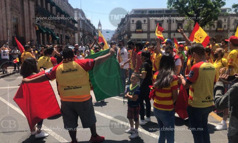 Video: Afición del monarcas le arremeten contra Ricardo Salinas