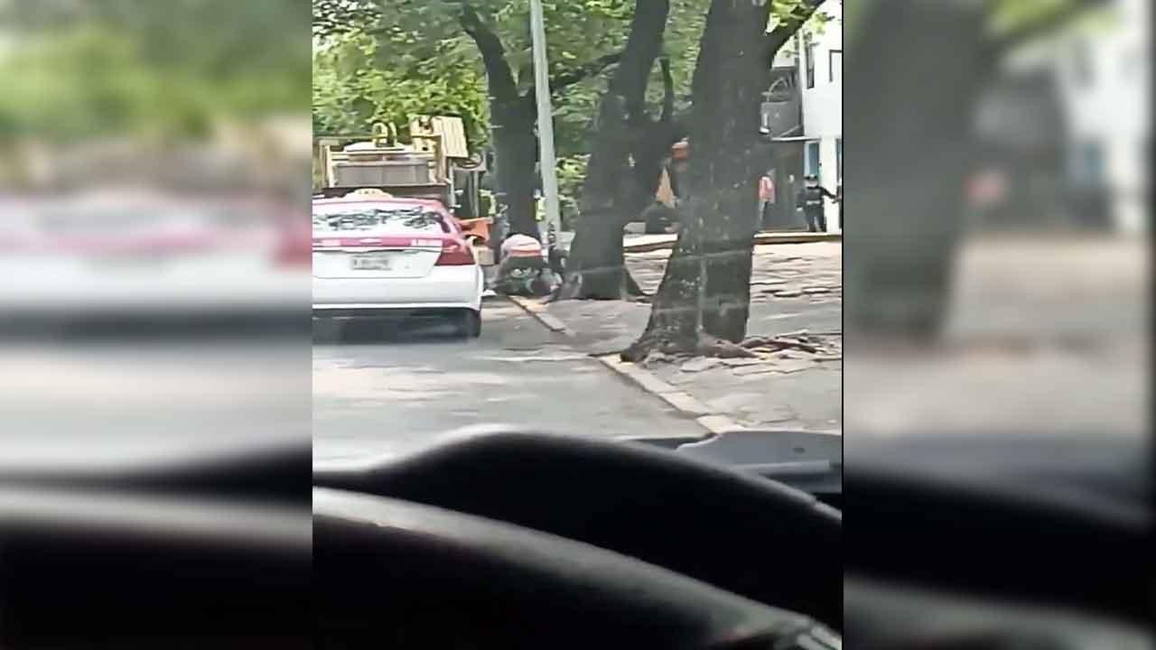 Video: Taxistas protagonizan pelea en vía pública de la CDMX