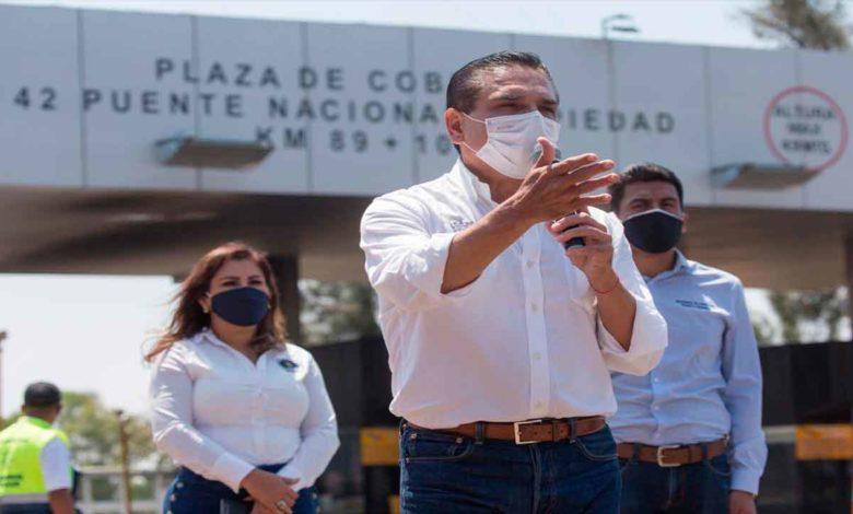 Silvano promete rehabilitación del centro de Salud en Tingambato.