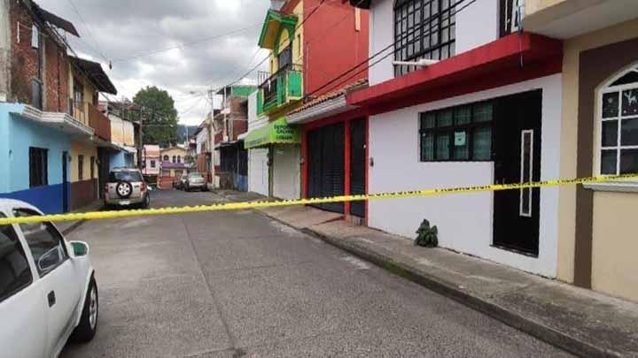 Persiguen a chofer de camioneta y lo balean en calles de Uruapan
