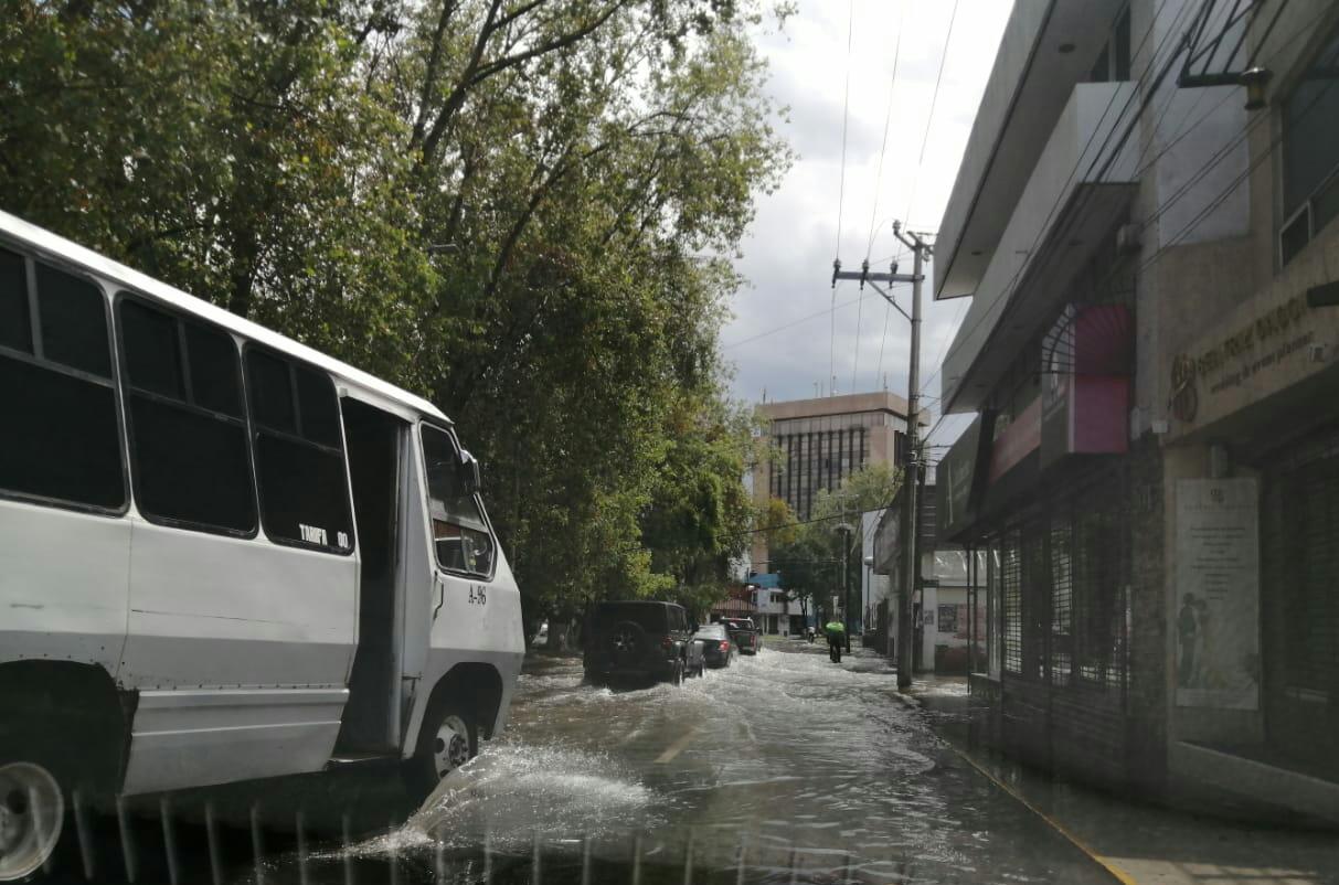 Blvd. García de León comienza temporada de lluvias con inundaciones.