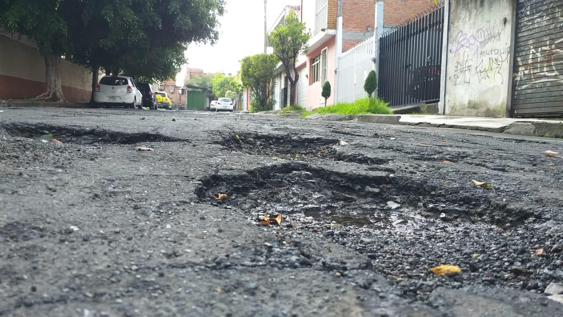Más de 10 años con problemas de baches en la colonia Prado Verdes