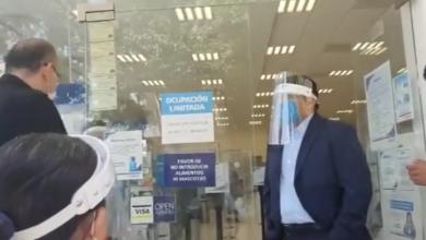 Photo of Video; Hombre se niega a que le tomen la temperatura, dice que es dañino