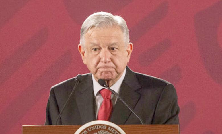 AMLO contradice a Arturo Herrera sobre el uso de cubrebocas