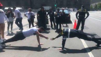Photo of Policía con prótesis vence a musculoso y se hace viral.