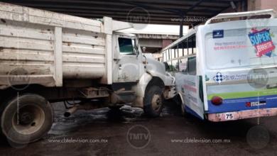 Photo of Dos lesionados deja choque de urbano y un volteo al norte de Morelia