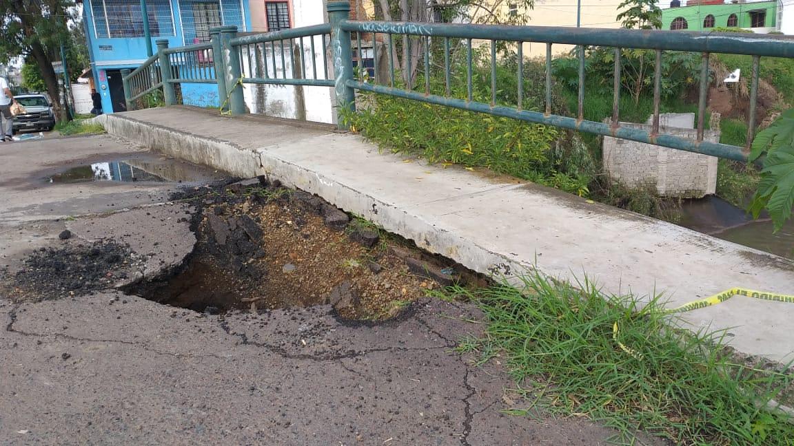 Puente vehicular al borde del colapso en la colonia Torremolinos
