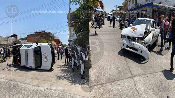 Vuelca patrulla de la GN tras chocar con un taxi en Uruapan