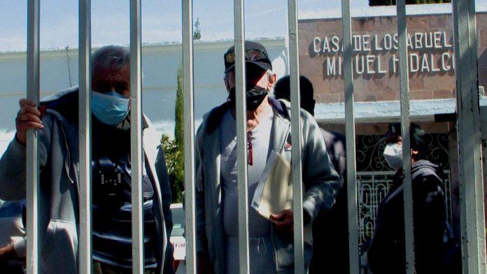 Abuelitos denuncian malos tratos en Asilo, los tienen encerrados