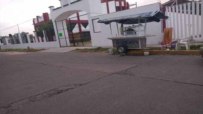 Le roban su carrito de fruta, su único sustento económico
