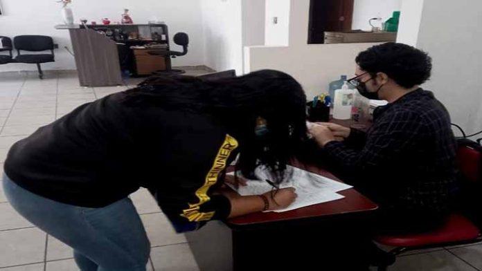 DIF Uruapan entrega Becas Municipales, Especiales y Padrino a más de 200 beneficiarios