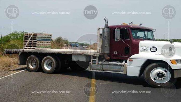 De nueva cuenta bloqueos carreteros en Apatzingán