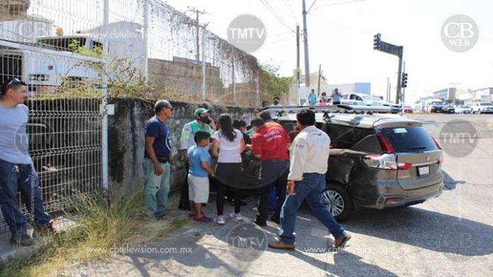 Choque de auto deja una fémina herida en Lázaro Cárdenas