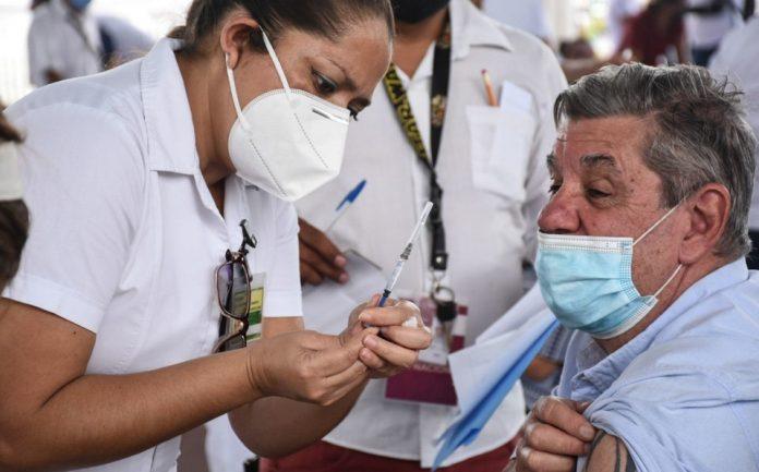 En Morelia faltarían por vacunarse alrededor de 15 mil adultos mayores