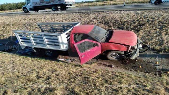 Volcadura de camioneta deja un muerto en Zinapécuaro