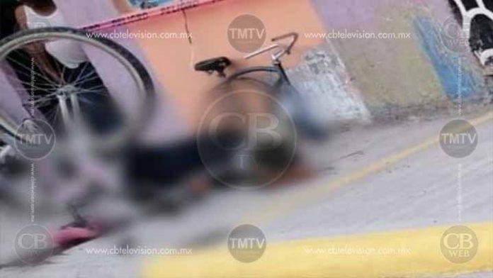 Reparaba su bicicleta y lo matan a balazos en Jacona