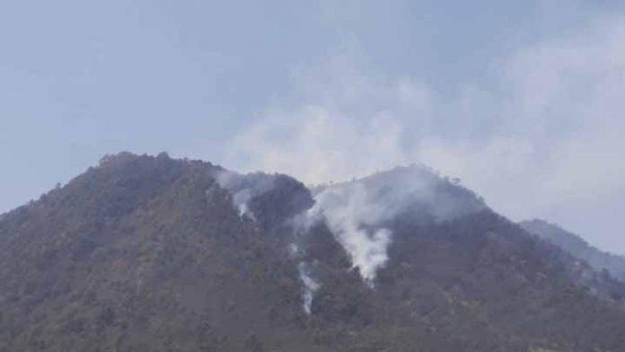 Incendio en el cerro de la Cantera en Pátzcuaro controlado