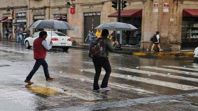 """Se mantendrá día lluvioso en Michoacán por el paso de """"Nora"""""""