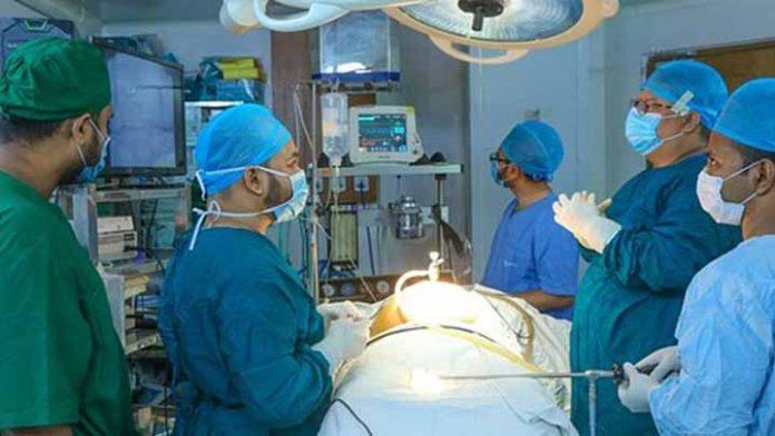 Logran trasplante de corazones de pacientes Covid fallecidos sin contagiar al receptor