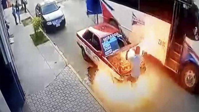 Se incendia taxi en Oaxaca cuando llevaba pasajeros